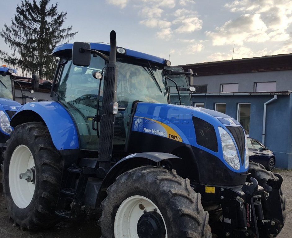 new-holland-t6070-2